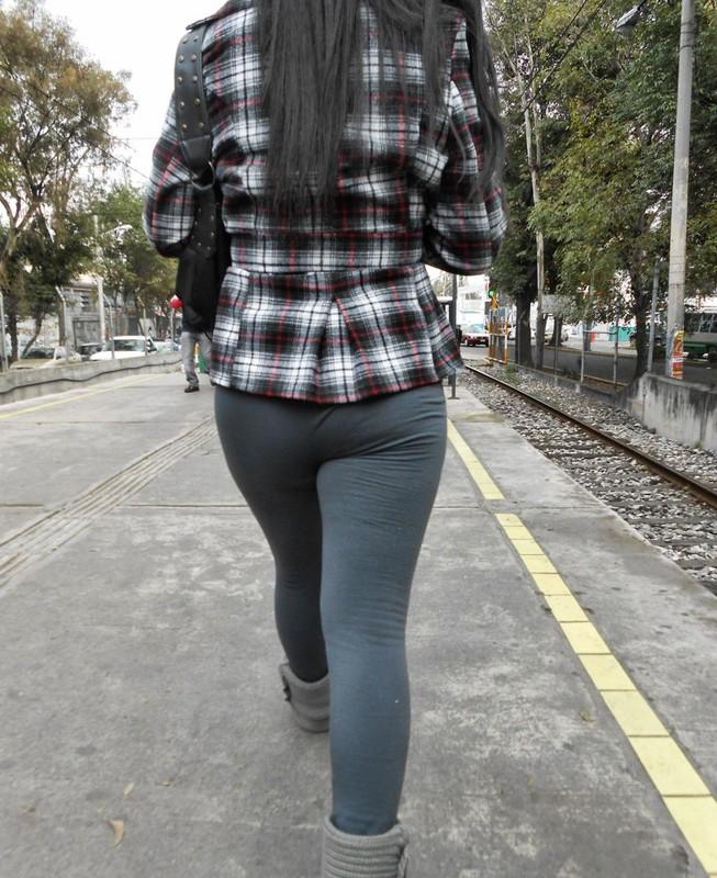 beautiful booty in leggings & boots