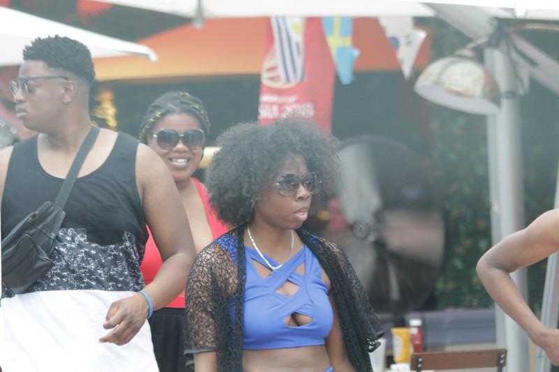 ebony beauties in bikini & shorts