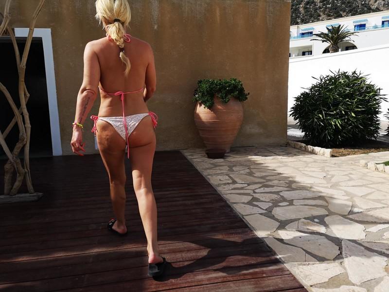 attractive blonde milf booty in bikini