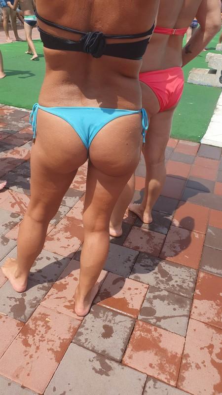 pool milf booty in sexy wet bikini