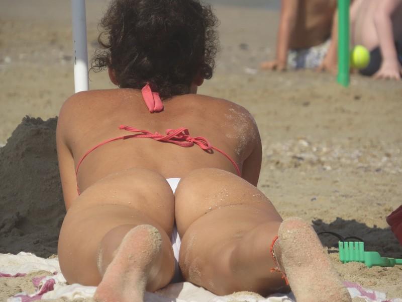 handsome milf booty in perfect bikini