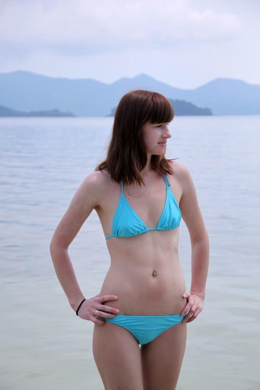 gorgeous babe in blue bikini