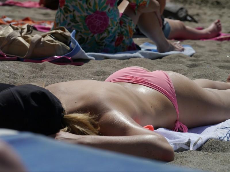 nice booty in pink bikini
