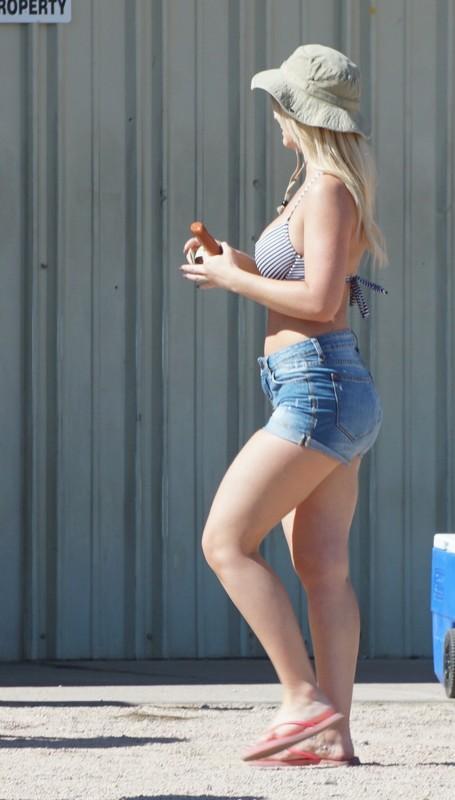spring break hotties in shorts & swimwear