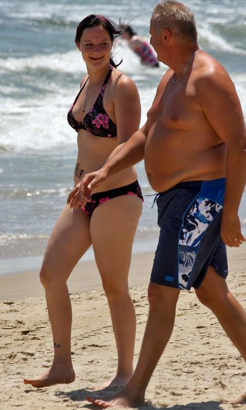 curvy chick in a floral bikini at the beach