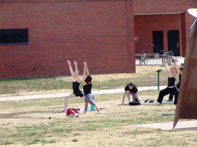 city park outdoor yoga class