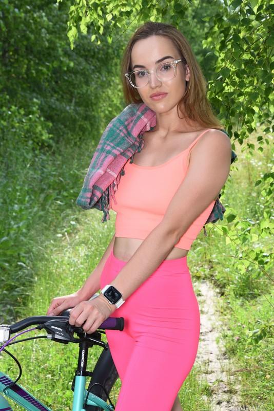 Eva Jolie - Neon Rider (Aug 19, 2021)