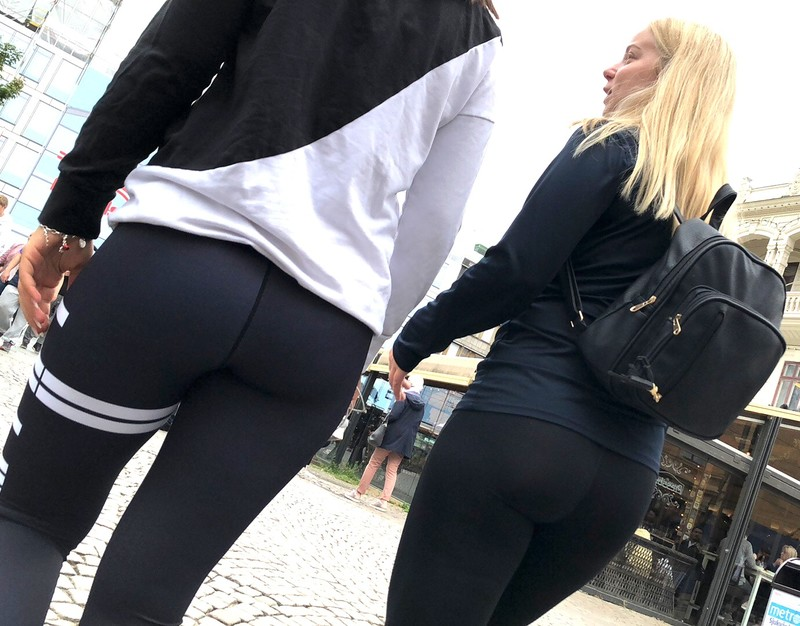 2 x butts in leggings
