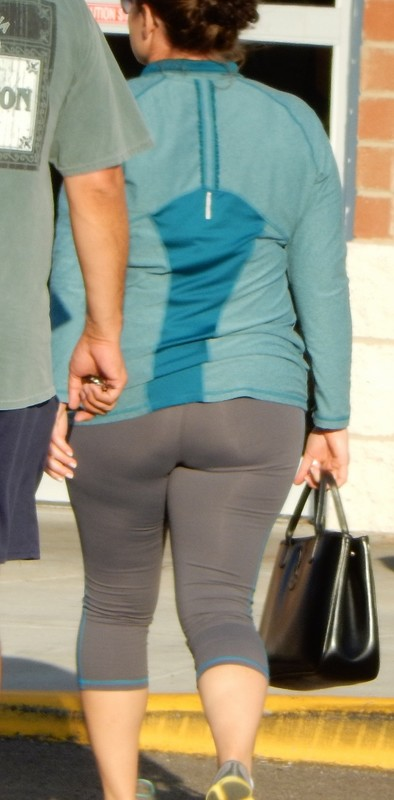 chubby milf booty in yoga pants