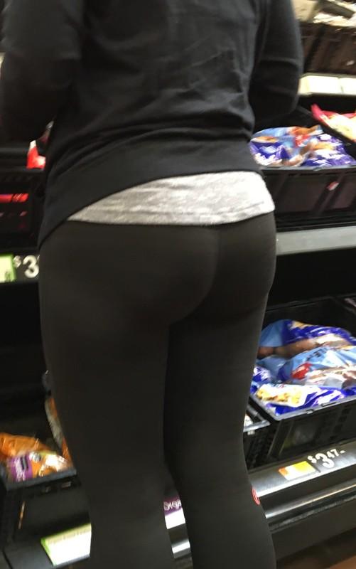 remarkable milf booty in black lycra pants