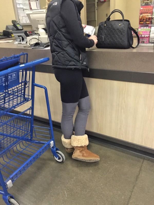 supermarket blonde lady in ugg boots & yogapants