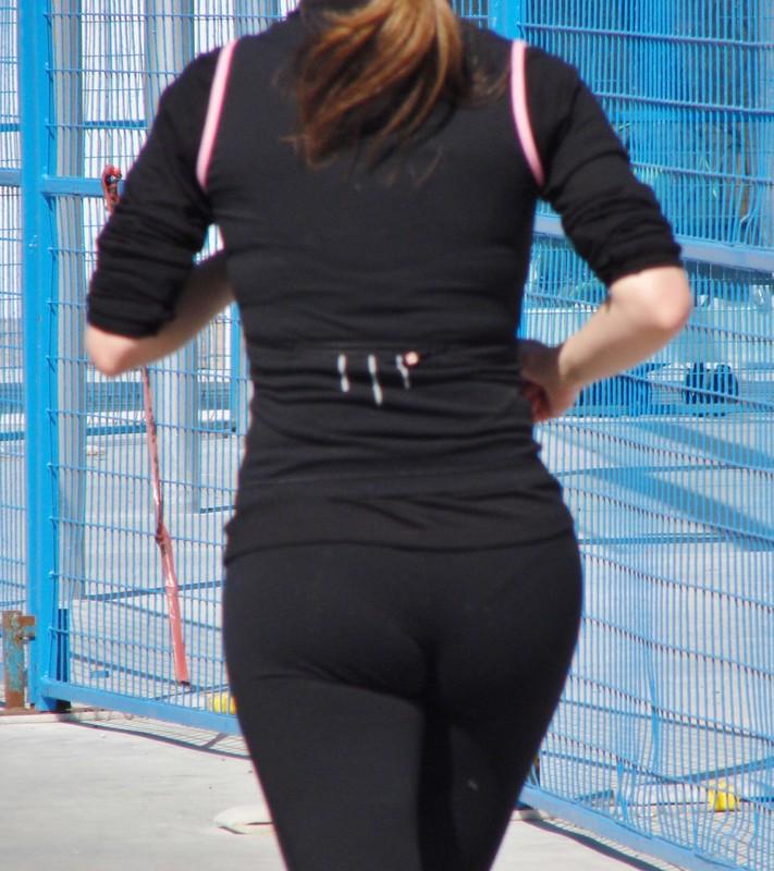 a blonde jogger wearing leggings