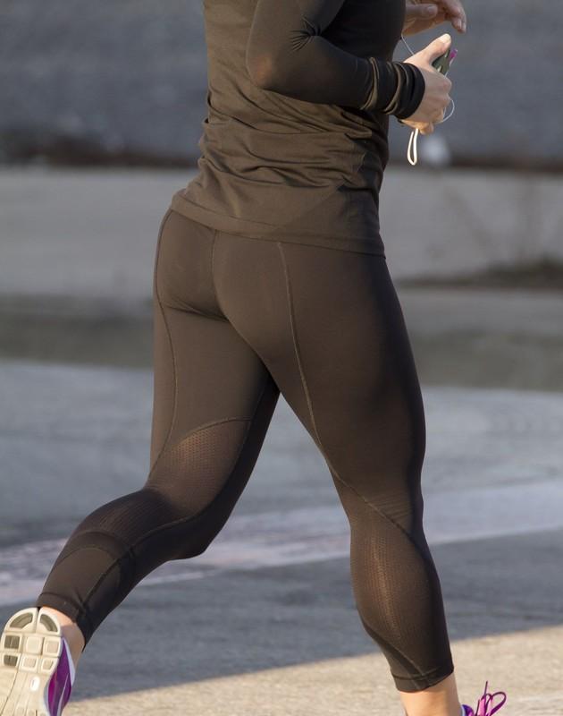 jogger babe in lululemon yogapants