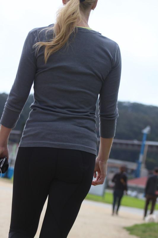 attractive booty in lululemon leggings