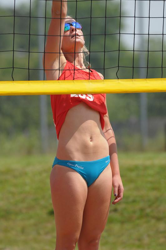 beach volleyball cutie in candid bikini