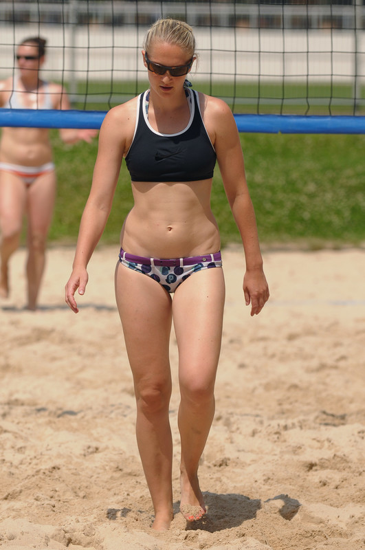 beach volleyball chick with ponytail & bikini