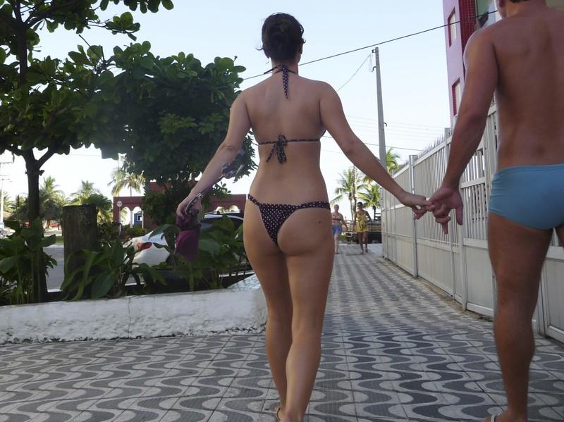 walk behind the skinny milf in bikini on the streets