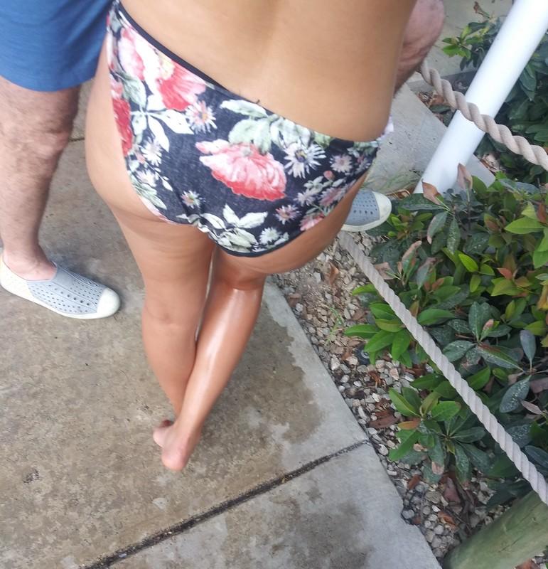 waterpark thick booty in bikini