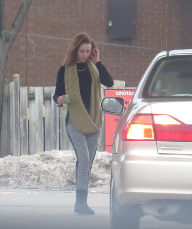 driver chick in grey leggings