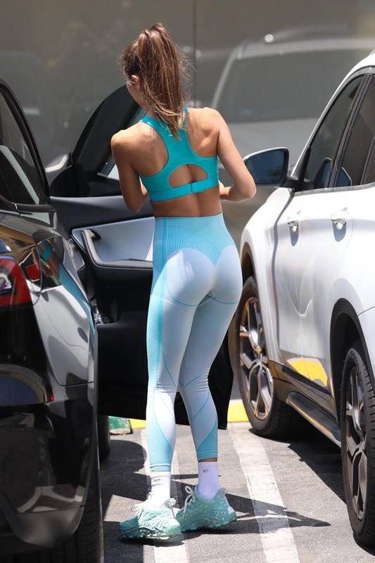 gorgeous babe Chantel Jeffries in candid gym uniform