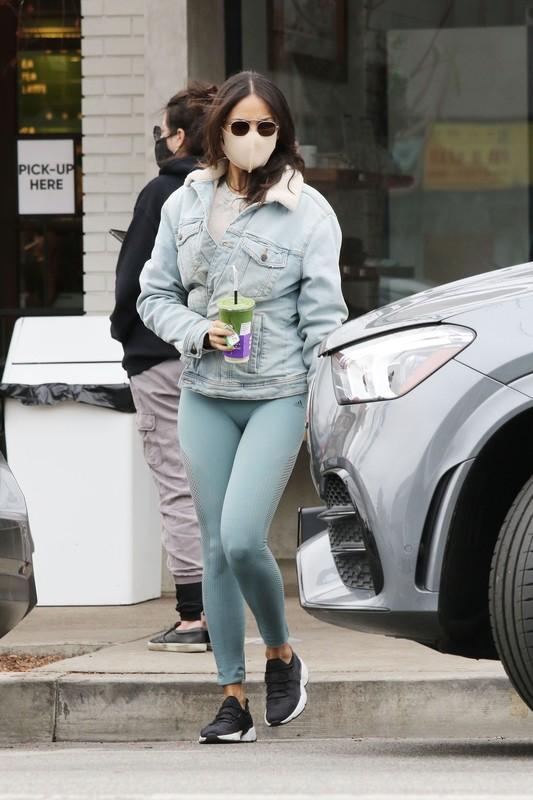 pretty babe Eiza Gonzalez in green adidas leggings
