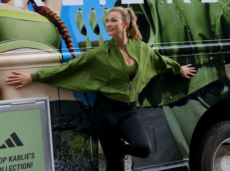 pretty model Karlie Kloss in black adidas leggings