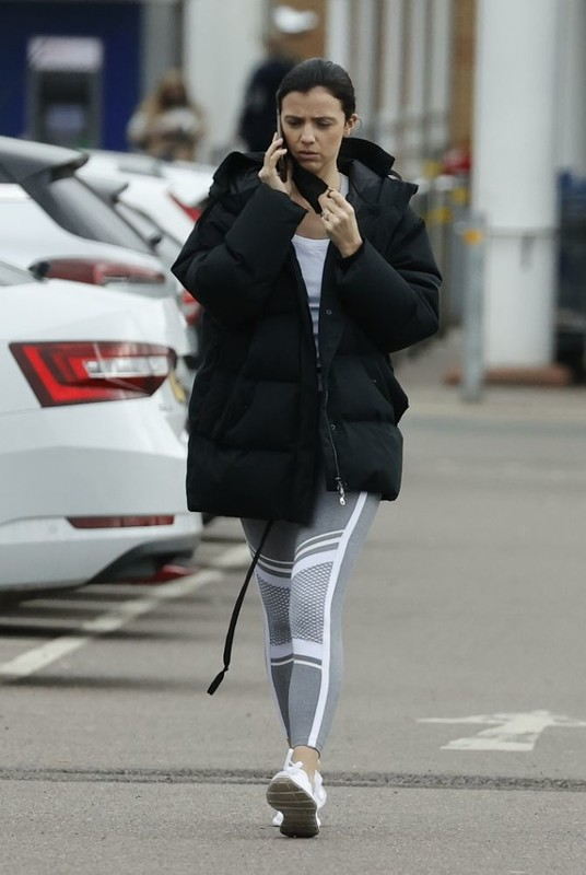 pretty babe Lucy Mecklenburgh in fitness leggings