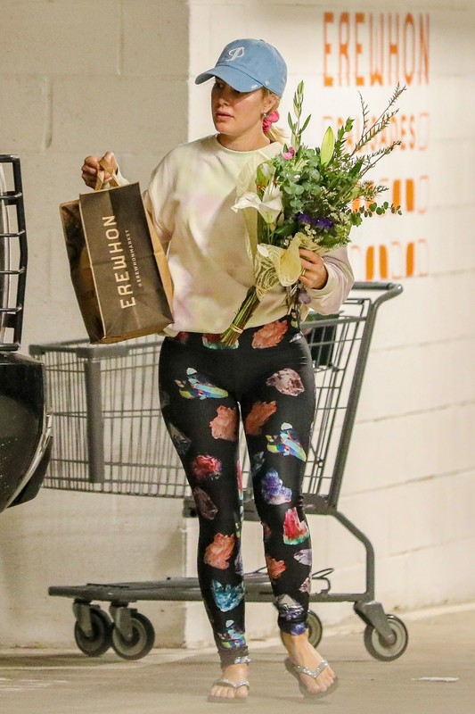 lovely milf Heidi Montag in spandex pants