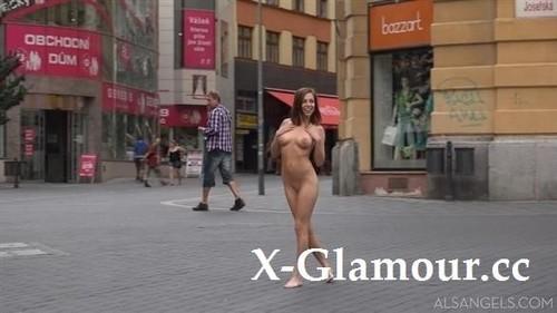 Antonia Sainz - Uhd 010 Public Nudity [FullHD/1080p]
