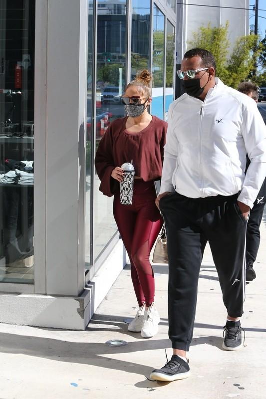 curvy babe Jennifer Lopez in sexy maroon leggings