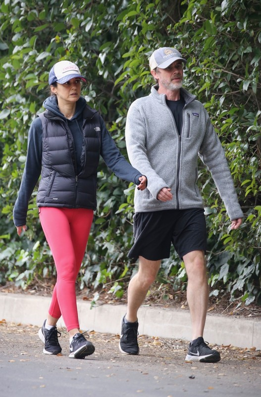 cute babe Emmanuelle Chriqui in red yogapants