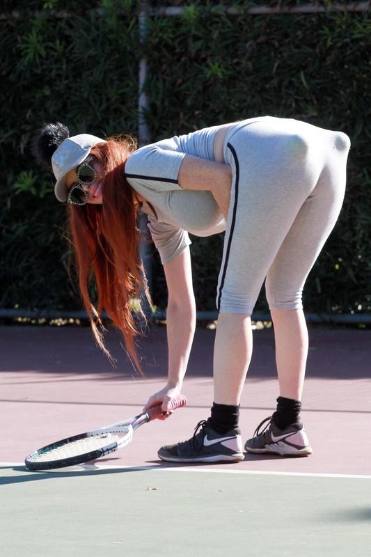 tennis milf Phoebe Price in candid yogapants