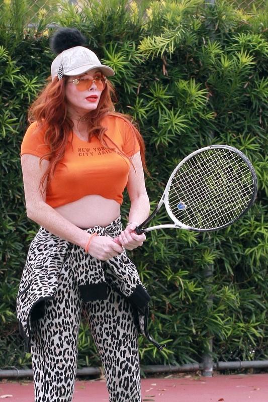 tennis milf Phoebe Price in leopard print yogapants