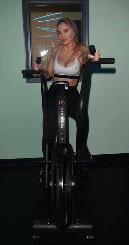 uk girl Leonie Mcsorley sexy workout pics