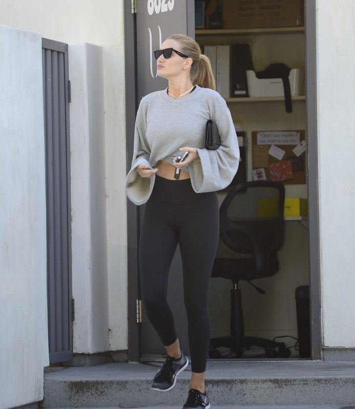 seductive babe Rosie Huntington Whiteley in sexy black leggings