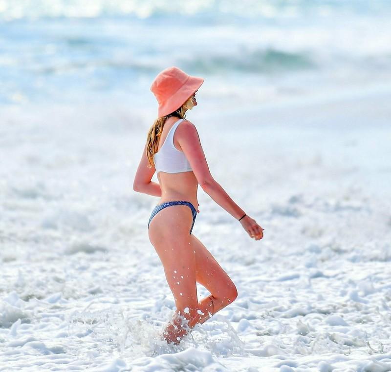 swedish model Elsa Hosk in wet bikini