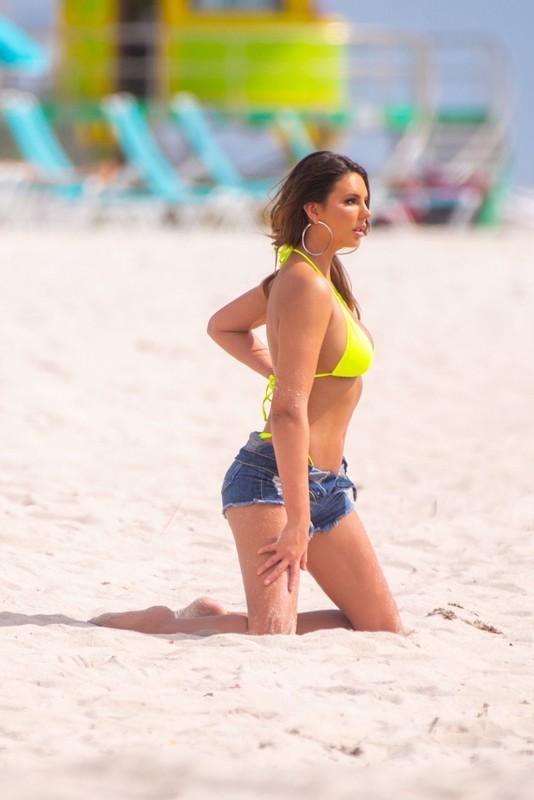 hot actress Zita Vass in candid bikini