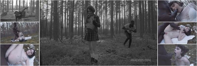 Darcy Dark - Darcy Dark in search of mushrooms in the forest got her first anal BBC (HD)