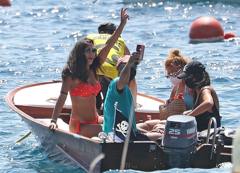 gorgeous babe Veronica Hidalgo in orange polka dot bikini