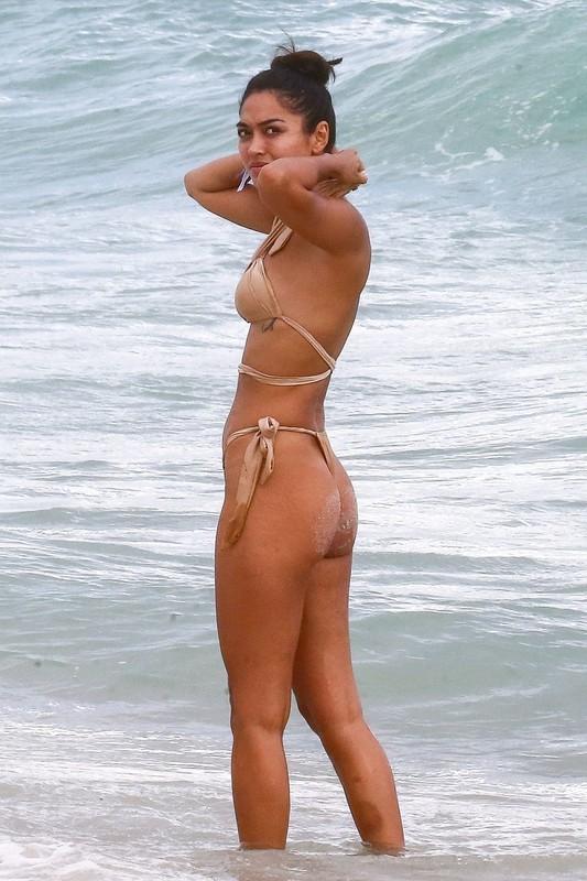 stunning lady Ambra Gutierrez in sexy bikini