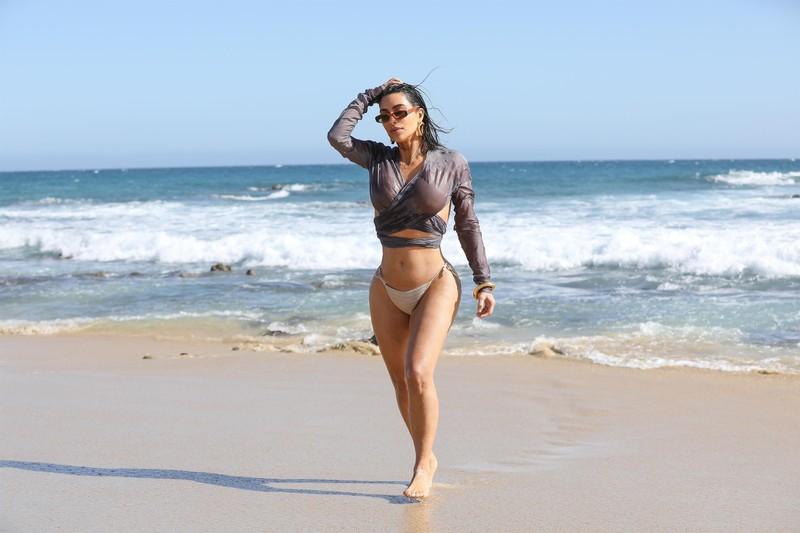 sultry babe Kim Kardashian in wet bathing suit