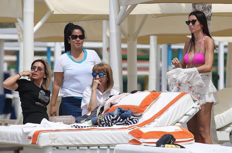 lovely babe Elisabetta Gregoraci in purple bikini