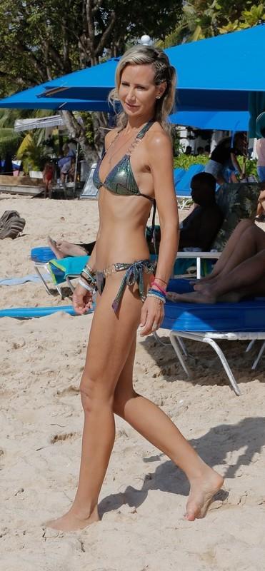 skinny milf Victoria Hervey in sexy wetlook shiny bikini