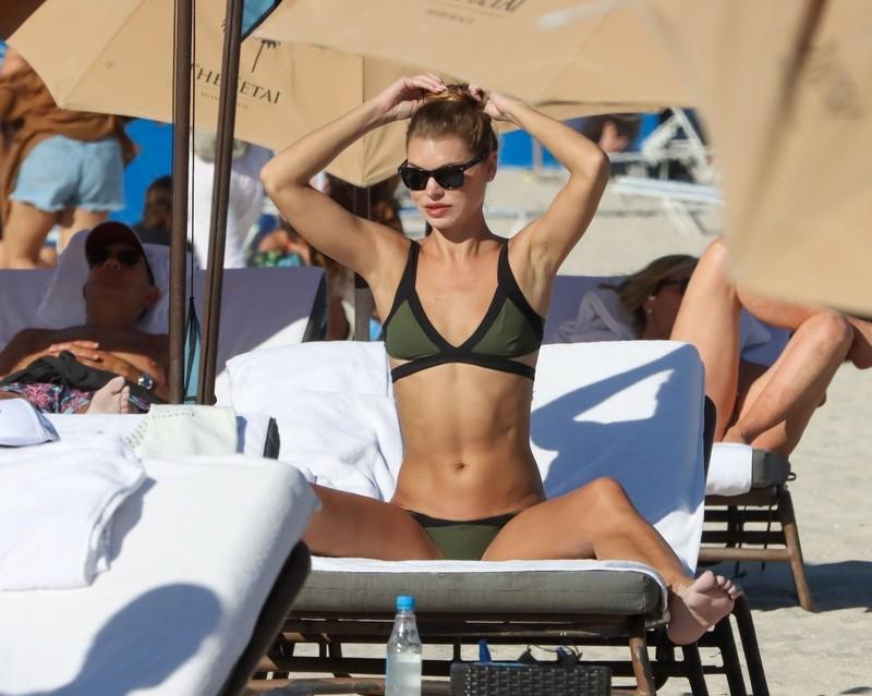 sunbather babe Anastasia Grik in green bikini