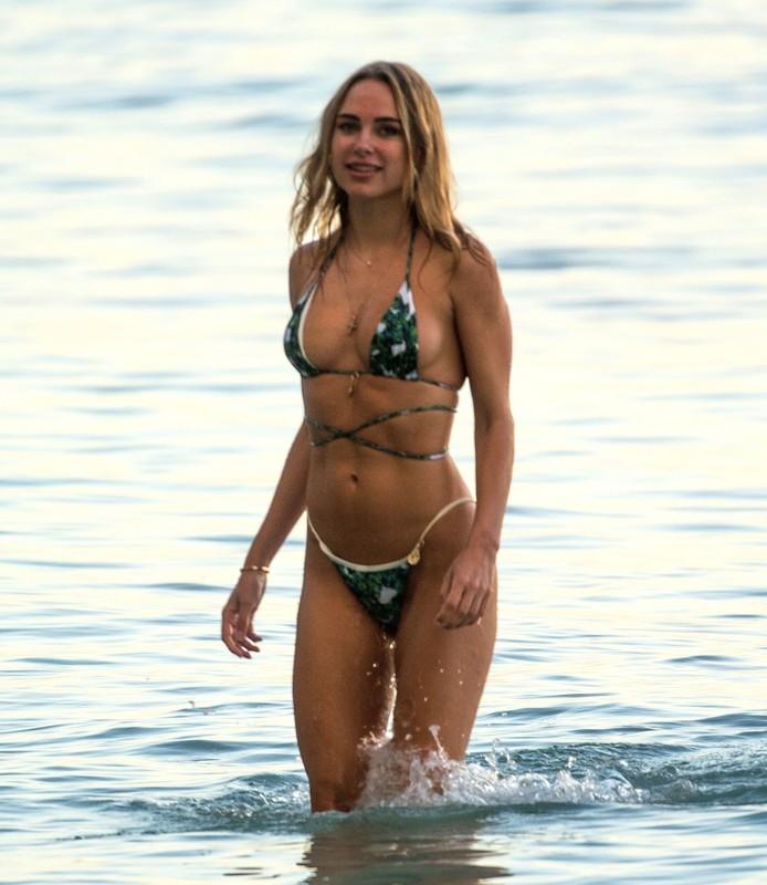 adorable chick Kimberley Garner in wet bikini