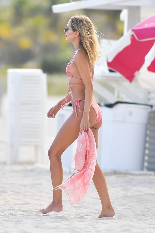 good-looking lady Kimberley Garner in lovely bikini