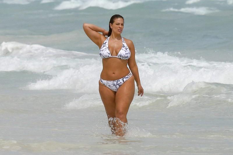 busty lady Ashley Graham in patterned bikini