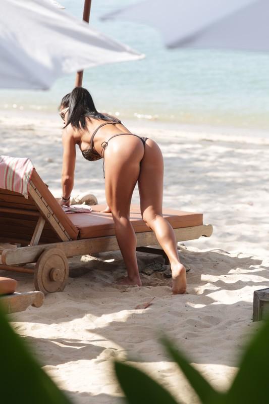 stunning lady Michelle Lewin in sexy bikini