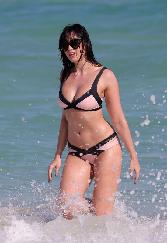 cheerful babe Daisy Lowe in wet bikini