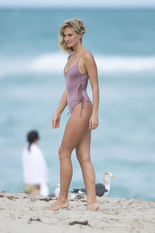 lovely babe Selena Weber in sexy wet bikini